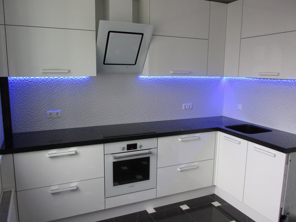 Белый кухонный гарнитур-Кухня из пластика «Модель 143»-фото2