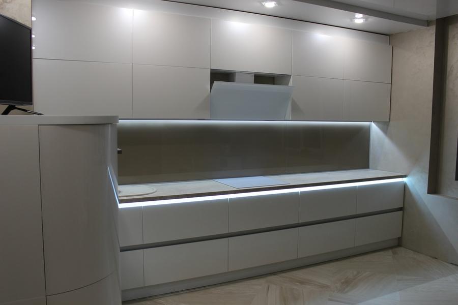 Белый кухонный гарнитур-Кухня МДФ в эмали «Модель 439»-фото1