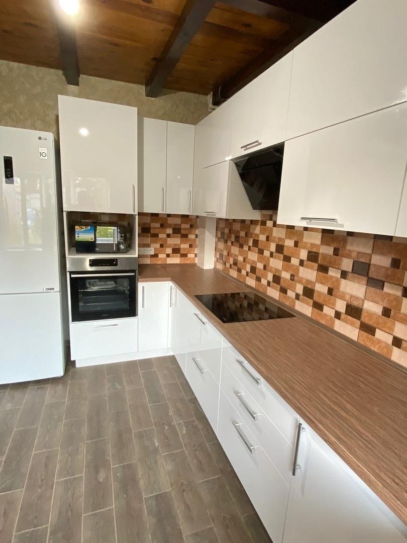 Белый кухонный гарнитур-Кухня МДФ в ПВХ «Модель 568»-фото1